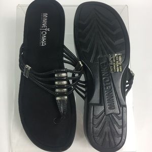 Minnetonka Size 7 Yuma Thongs Black Sandals